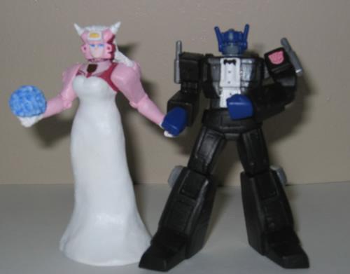 Superhero-Wedding-Transformers-cake-topper